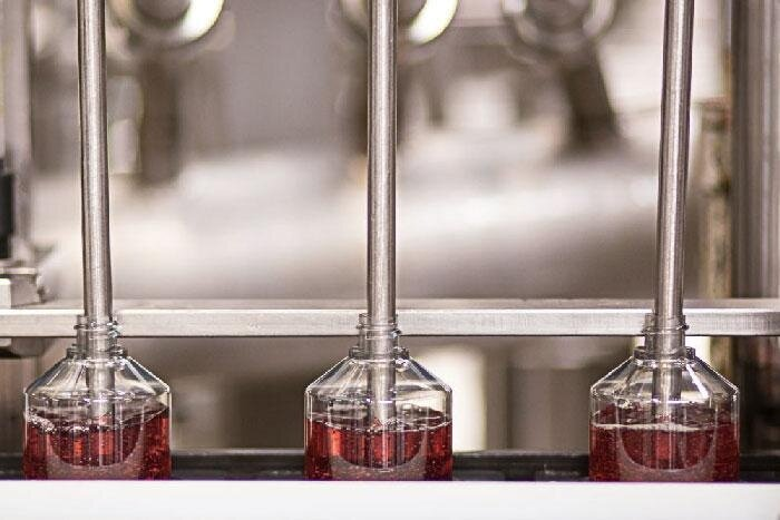 YR-217012-Haircare_Post-#10_1_Rinsing-Vinegar.jpg