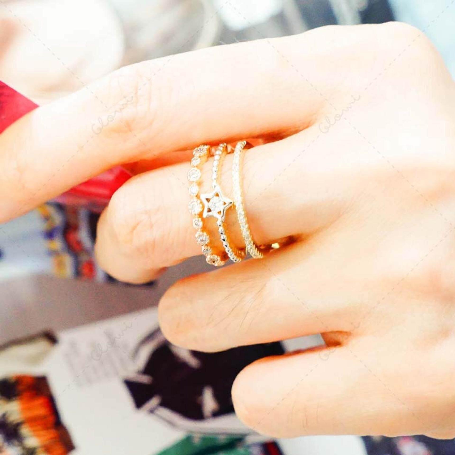 ซื้อ Bewi G แหวนผู้หญิง สไตล์ แหวนเพชร Ring ชุบทอง 3 กษัตริย์ เหมือนทองแท้ ฝังเพชรเม็ดเดี่ยวตรงกลาง แหวนวงเดียว เสมือนใส่ 3 วง สวย หรูหรา Princess Styles รุ่น Bg R0035 สีเงิน Silver ออนไลน์ ไทย