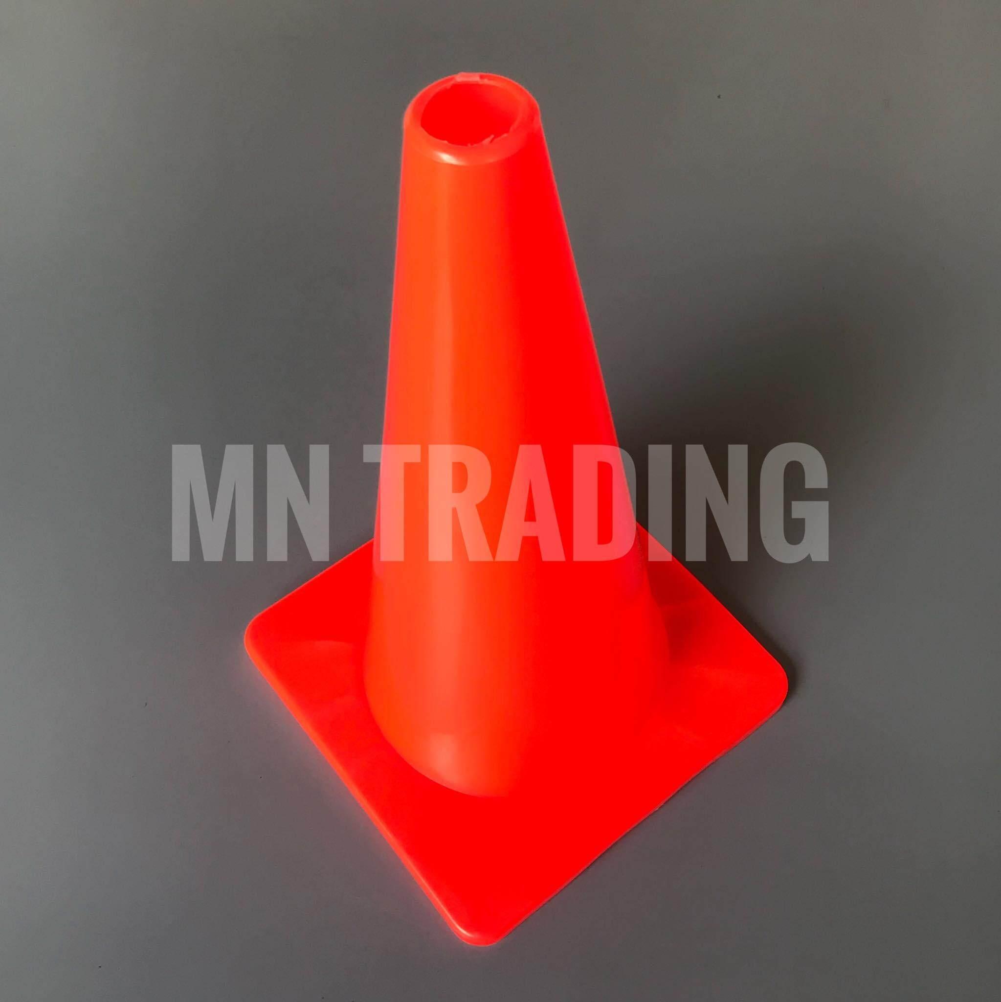 กรวย สูง 30 ซม. (12 นิ้ว) ฐาน 18.5*18.5 ซม. กรวยฝึกซ้อม กรวยซ้อมบอล กรวยกีฬา มี 5 สีให้เลือก / Agility Cone H 30 cm./ 12 inches Base 18.5*18.5 cm. (5 color)