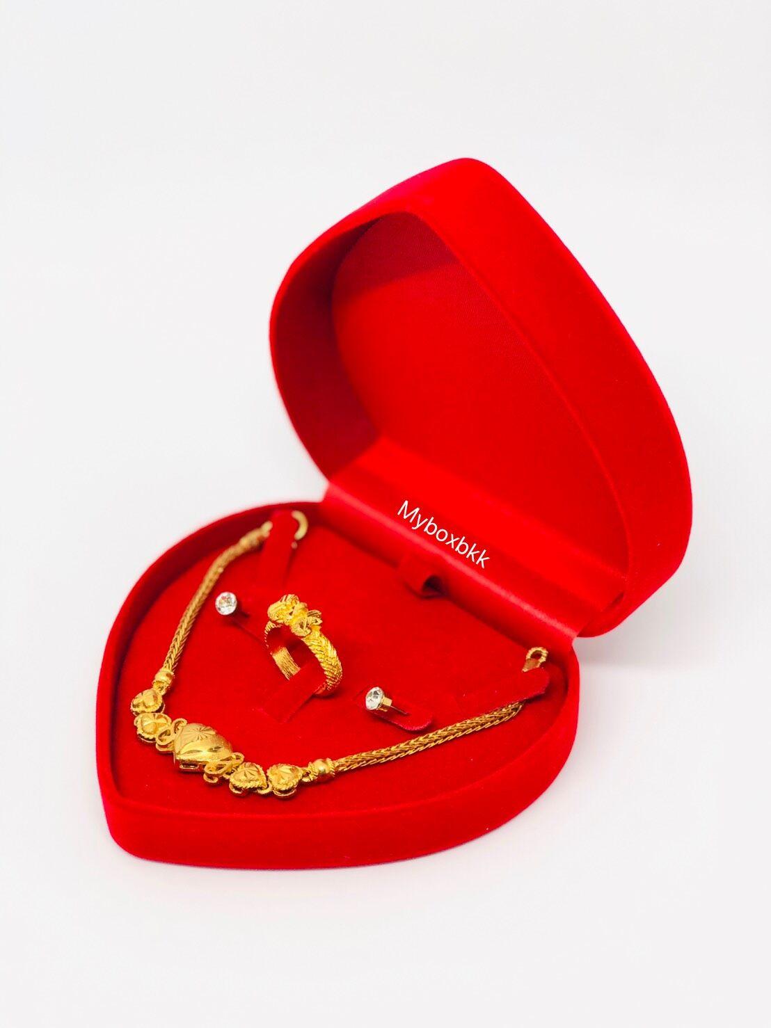 กล่องกำมะหยี่ รูปหัวใจ(ไซร์เล็ก)ใส่เครื่องประดับ แหวน ต่างหู สร้อยคอ สีแดงภายในแดง.