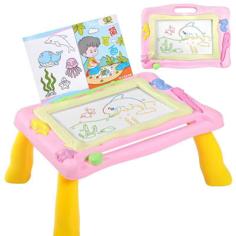 โต๊ะวาดเขียวแบบแม่เหล็ก แม่เหล็กมี4สี ช่วยเสริมสร้างทักษะ และความสนุกให้กับเด็กๆ มี 2 สีให้เลือก.