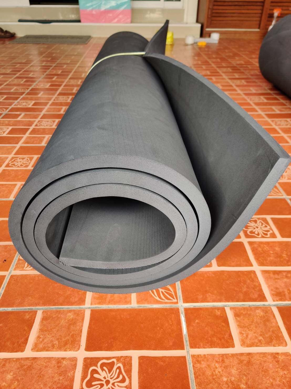 แผ่นยาง Eva สีดำเรียบ หนา 15-30 มม. ขนาด 130x240 ซม..