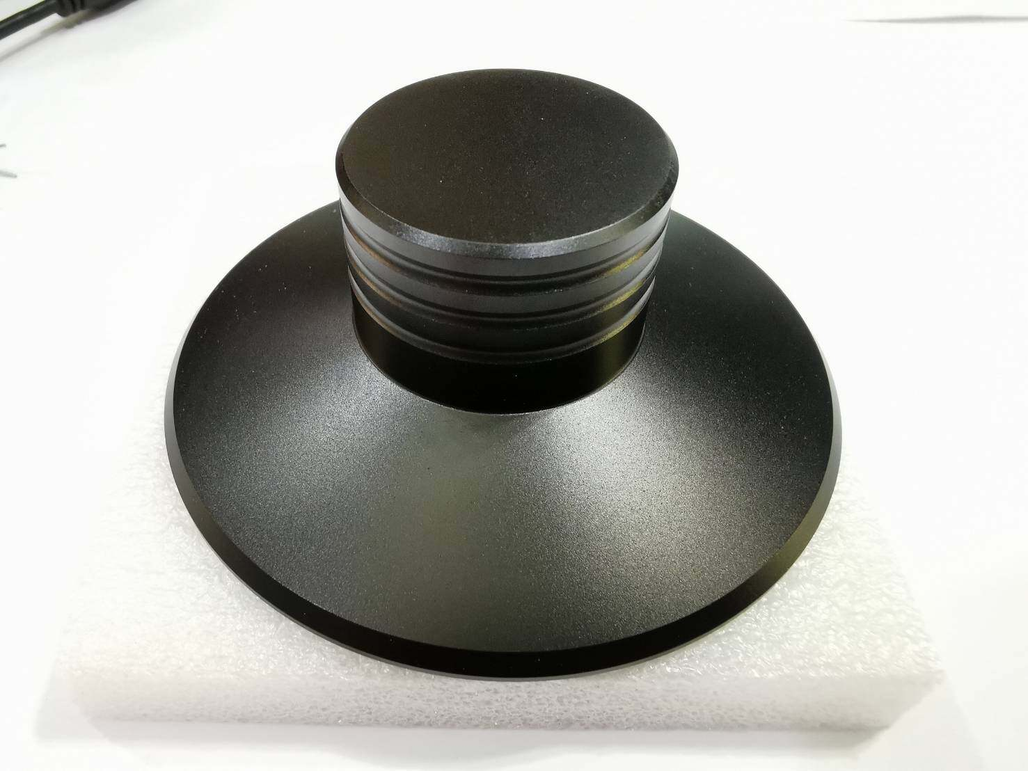 ที่ทับแผ่นเสียง มีสีดำ สีเงิน สีแดง วัสดุ Aluminum ช่วยให้ขณะเล่นเพลงจากแผ่นเสียงนิ่งดีขึ้น(Stabilizer) ..Black/Silver หนัก 120กรัม / Red หนัก 145กรัม