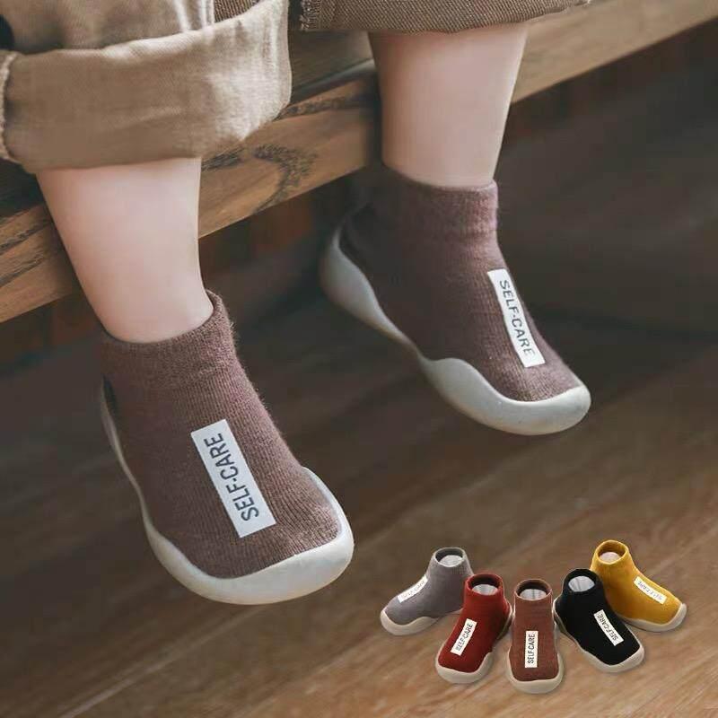 """Lucky Baby Shop รองเท้าเด็ก รองเท้าหัดเดิน """"ถุงเท้าหัดเดิน"""" พื้นซิลิโคนกันลื่น แฟชั่นตัวอักษร 5สีสด(ใสแดง,เหลือง,กาแฟ,เทา,ดำ)สำหรับแรกเกิดถึง3ปี."""
