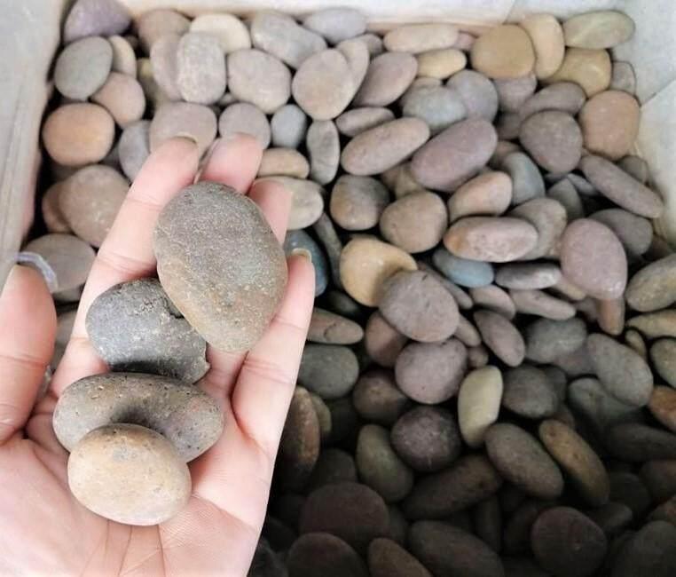 หินกรวดแม่น้ำ สีน้ำตาลสนิม เบอร์ 1 สำหรับตกแต่งตู้ปลา หรือ ประดับต้นไม้ หรืองาน DIY ต่างๆ จำนวน 1 กิโลกรัม