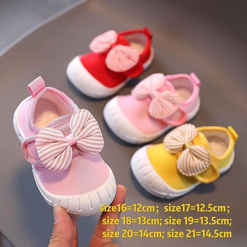 Baby Nong พร้อมส่งที่ไทย รองเท้าเด็กหัดเดิน แบบพูกโบ ใส่สบาย สวยน่ารัก มีสายคาดช่วยเพิ่มความกระชับเท้า ตัวพื้นรองเท้าเป็นพื้นยางอย่างดี.