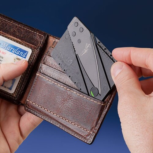 128d_cardsharp2_credit_card_knife_inhand