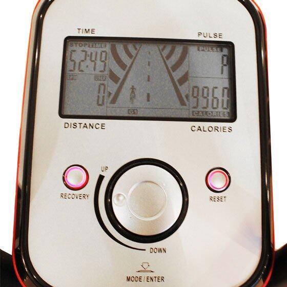 หน้าจอ LCD ขนาดใหญ่ แสดงข้อมูลออกกำลังกายต่างๆ ครบถ้วน